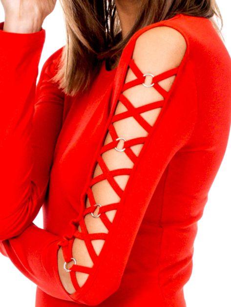 Czerwona bluzka z ozdobną plecionką na rękawach                              zdj.                              6