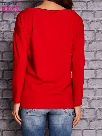 Czerwona bluzka z wiązaniem przy dekolcie i kieszenią                                  zdj.                                  4