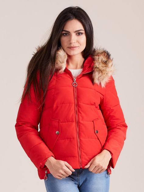 Czerwona damska kurtka z kapturem                              zdj.                              2