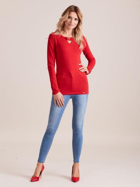 Czerwona dopasowana bluzka z ozdobnym dekoltem                              zdj.                              4