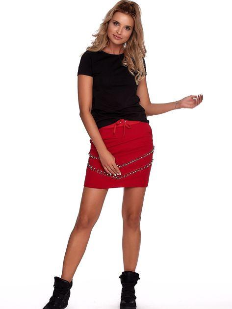 Czerwona dresowa spódnica z kieszeniami i perełkami                              zdj.                              4