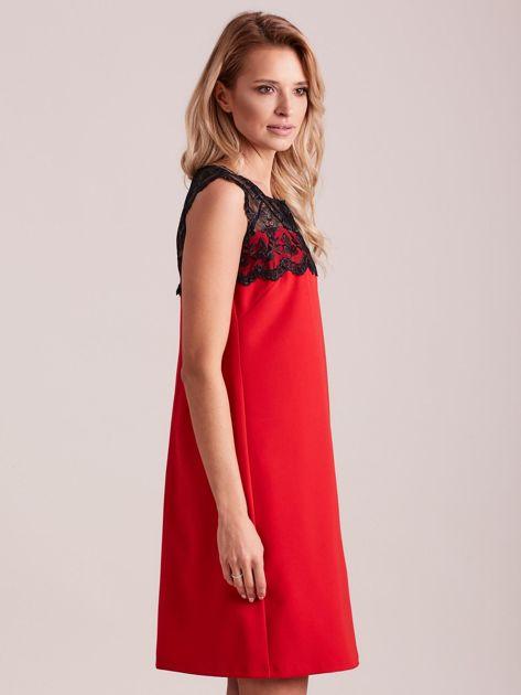 Czerwona elegancka sukienka z koronką                              zdj.                              3