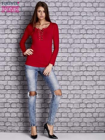 Czerwona gładka bluzka ze sznurowanym dekoltem i troczkami                                   zdj.                                  2
