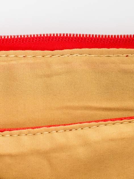 Czerwona kopertówka z dżetami motyw wąsów                                  zdj.                                  7