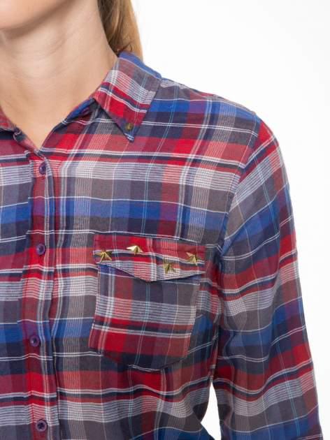 Czerwona koszula w kratę z gwiazdkami przy kieszonkach                                  zdj.                                  6