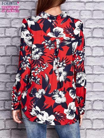 Czerwona koszula z motywem kwiatowym                                  zdj.                                  2