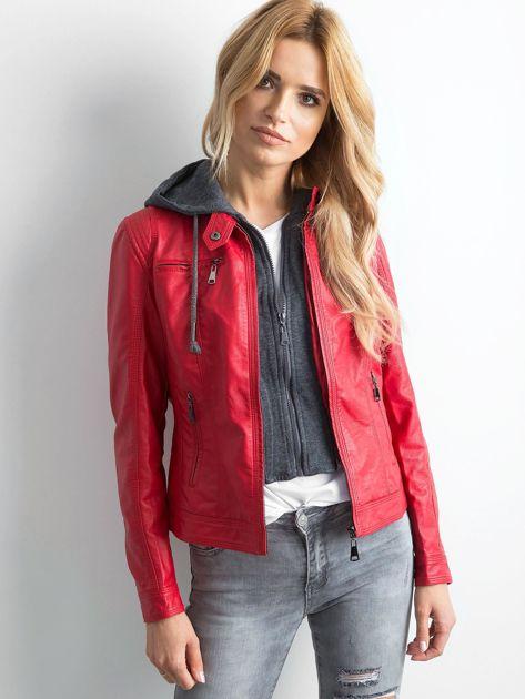 Czerwona kurtka z ekoskóry z kapturem                              zdj.                              5