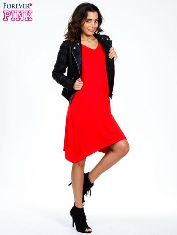 Czerwona luźna sukienka z asymetrycznym dołem                                  zdj.                                  2