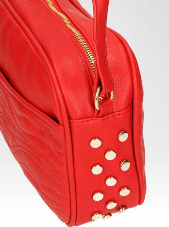 Czerwona mała torebka listonoszka z dżetami                                  zdj.                                  6