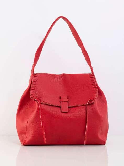 Czerwona miękka torba z klapką