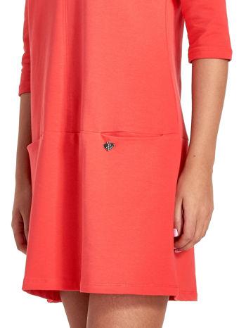 Czerwona prosta sukienka z kieszeniami                                   zdj.                                  6