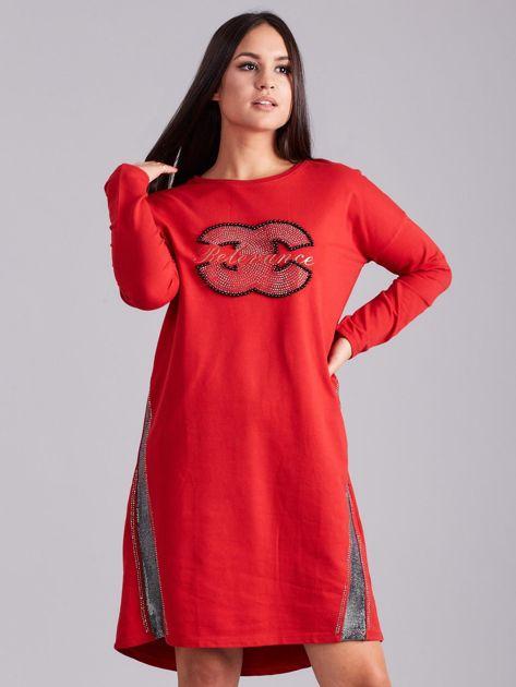 Czerwona sukienka dresowa z dżetami                              zdj.                              1