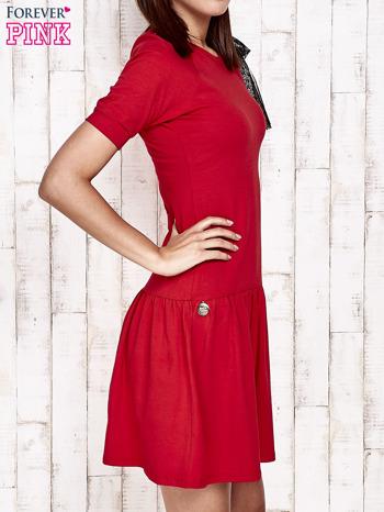 Czerwona sukienka dresowa z kokardą z tiulu                                  zdj.                                  3