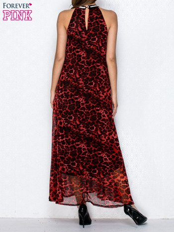 Czerwona sukienka maxi w panterę z biżuteryjnym dekoltem                                  zdj.                                  2