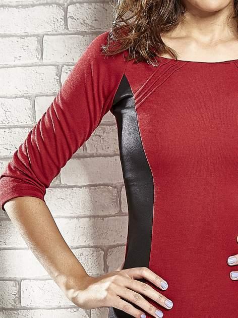 Czerwona sukienka tuba ze skórzanymi modułami                                  zdj.                                  5