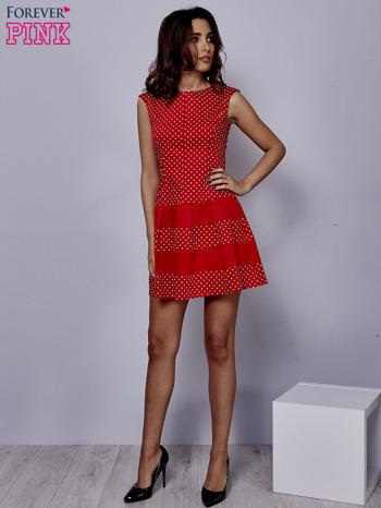 Czerwona sukienka w groszki z kontrafałdami                                  zdj.                                  2