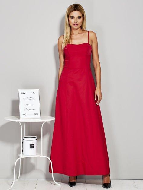 Czerwona sukienka wieczorowa z drapowaniem                              zdj.                              1