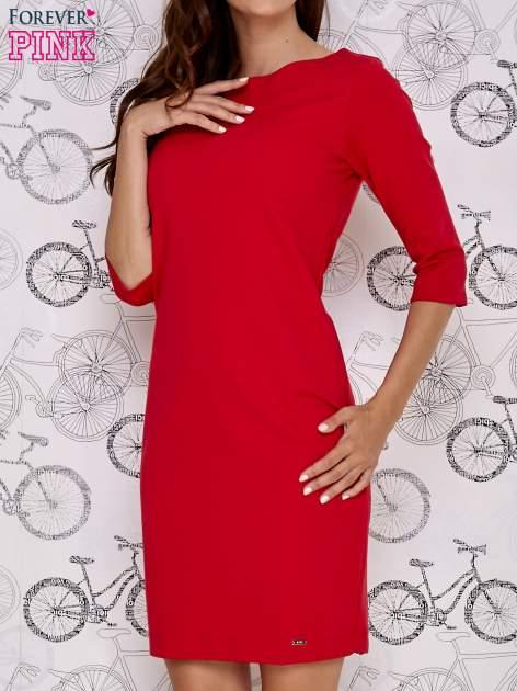 Czerwona sukienka z dekoltem w łódkę                                  zdj.                                  1