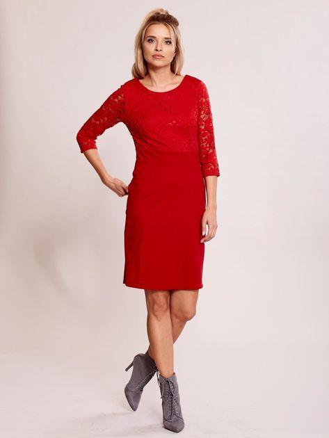 Czerwona sukienka z koronkową górą                               zdj.                              4