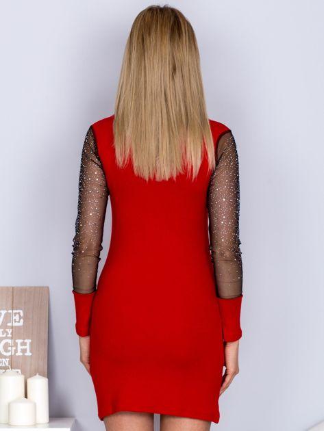 Czerwona sukienka z siateczkowym dekoltem i dżetami                                  zdj.                                  2