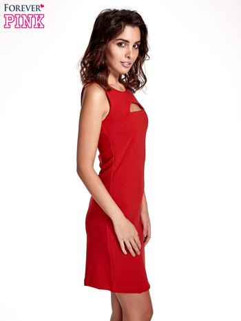 Czerwona sukienka z wycięciem na dekolcie                                  zdj.                                  3