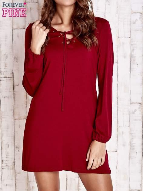 Czerwona sukienka ze sznurowanym dekoltem lace up
