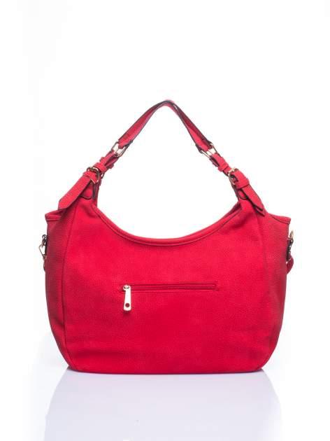 Czerwona torba hobo z klamerkami                                  zdj.                                  2