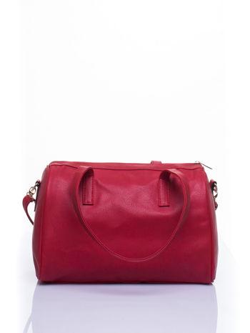 Czerwona torba na ramię ze złotym emblematem                                  zdj.                                  4
