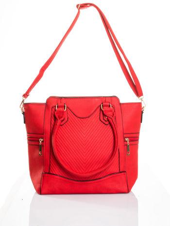 Czerwona torba ze złotymi wykończeniami                                  zdj.                                  5