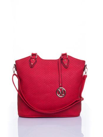 Czerwona torebka fakturowana w pasy                                   zdj.                                  1