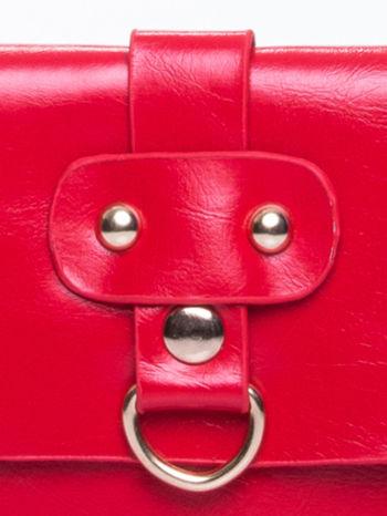 Czerwona torebka listonoszka z klapką                                  zdj.                                  7