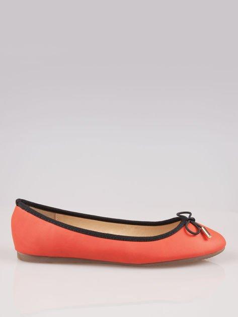 Czerwone balerinki faux leather Amber z ozdobną kokardką                                  zdj.                                  1