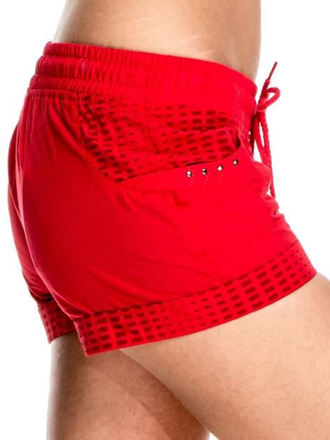 Czerwone damskie szorty sportowe wiązane w pasie                                  zdj.                                  5