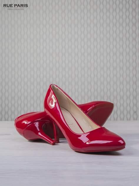 Czerwone lakierowane szpilki Olivia na niskim obcasie                                   zdj.                                  4