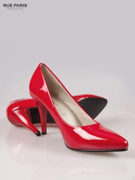 Czerwone lakierowane szpilki ze smukłym noskiem                                  zdj.                                  4