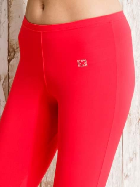 Czerwone legginsy sportowe 3/4 z marszczoną nogawką                                  zdj.                                  4