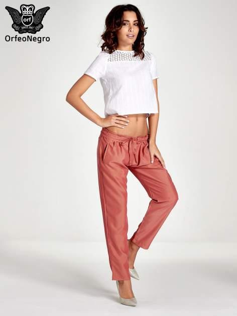 Czerwone lejące spodnie wiązane w pasie                                  zdj.                                  8