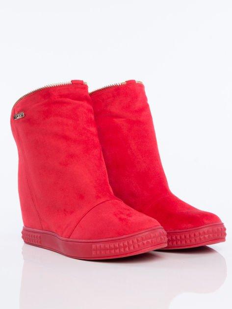 Czerwone sneakersy z ozdobnym suwakiem dookoła cholewki                              zdj.                              2