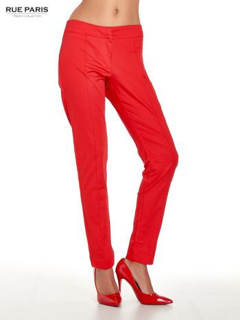 Czerwone spodnie cygaretki w kant
