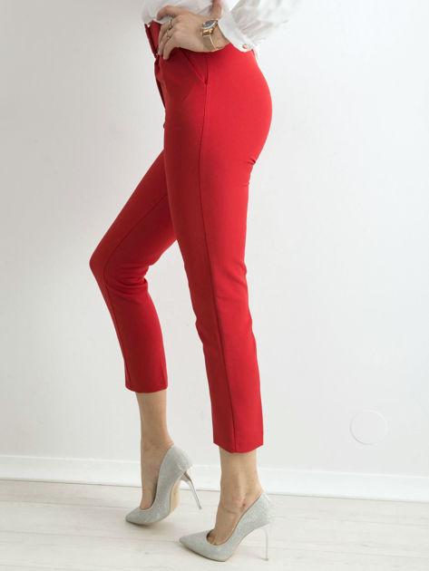 Czerwone spodnie cygaretki z paskiem                              zdj.                              3