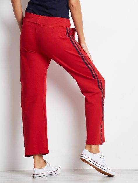 Czerwone spodnie dresowe z lampasami                              zdj.                              3