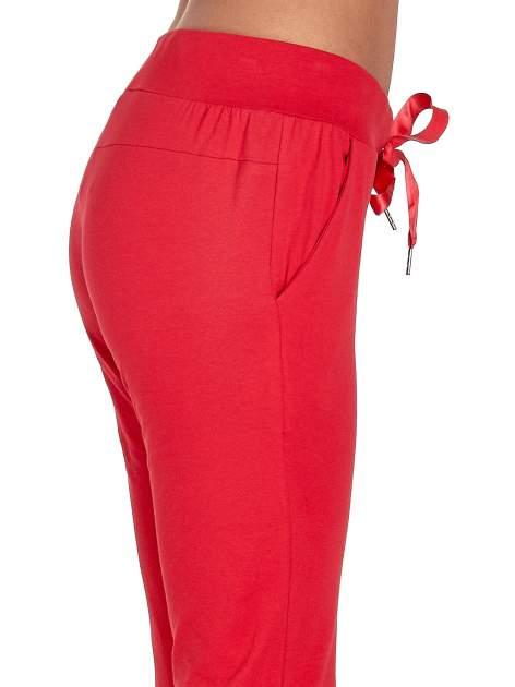 Czerwone spodnie dresowe z nogawką ze ściągaczem                                  zdj.                                  5