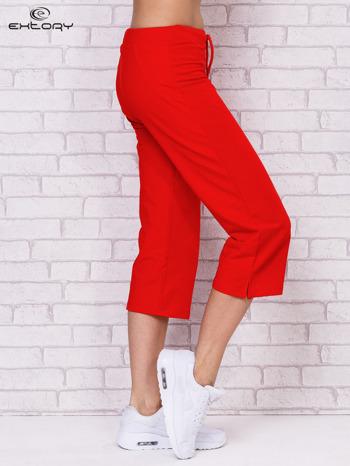 Czerwone spodnie sportowe capri                                  zdj.                                  3