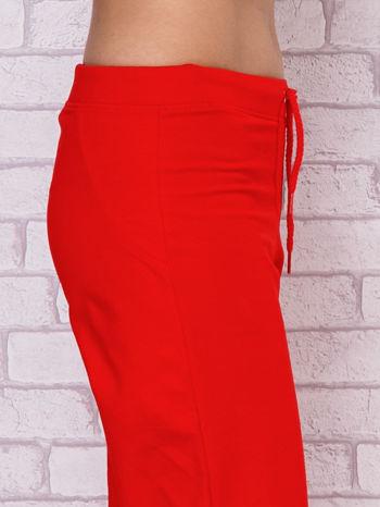 Czerwone spodnie sportowe capri                                  zdj.                                  5