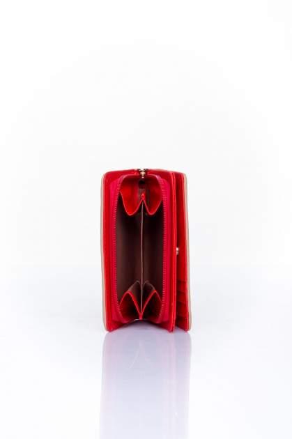 Czerwono-beżowy portfel z motywem geometrycznej plecionki                                  zdj.                                  4