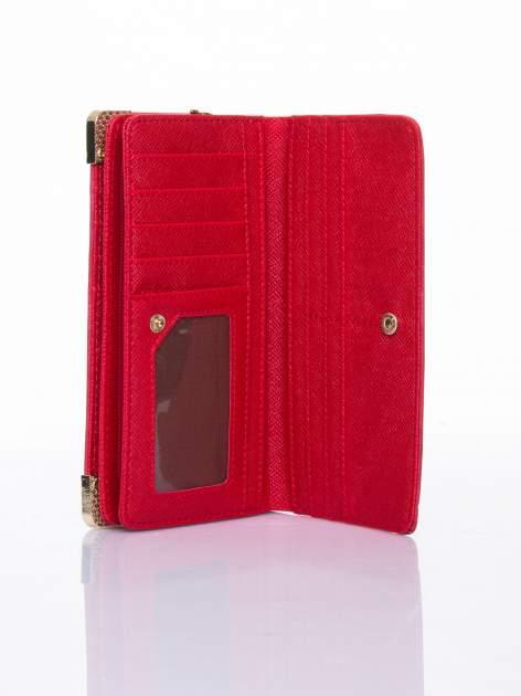 Czerwony ażurowany portfel ze złotymi okuciami                                  zdj.                                  5