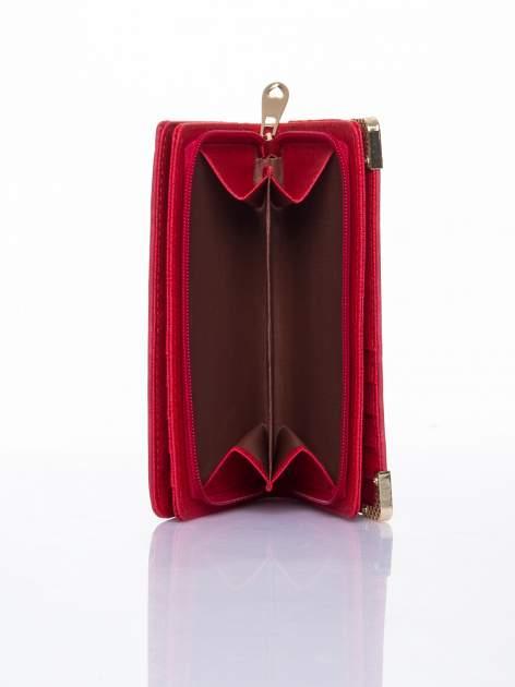 Czerwony ażurowany portfel ze złotymi okuciami                                  zdj.                                  6