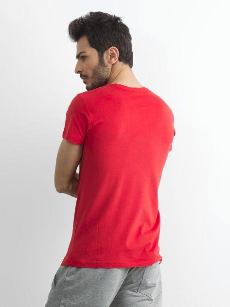 Czerwony bawełniany t-shirt męski z printem                              zdj.                              2