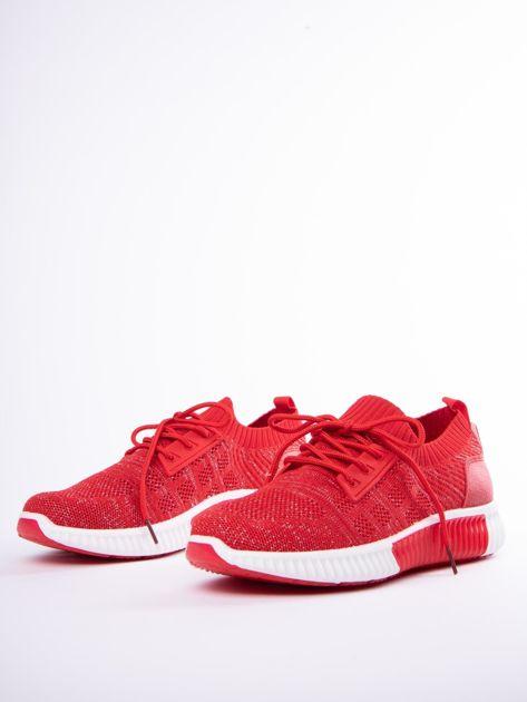 Czerwony buty sportowe Prmavera z błyszczącą nitką                              zdj.                              3