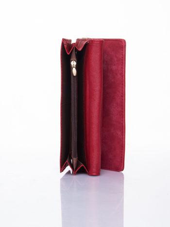 Czerwony dziurkowany portfel ze złotym wykończeniem                                  zdj.                                  5